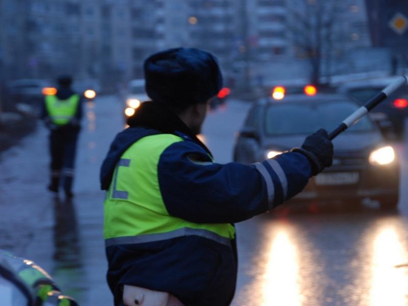 Сотрудники ГИБДД провели проверку пешеходных переходов.